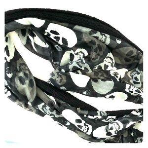 Accessories - Bundle of 2 scarfs.